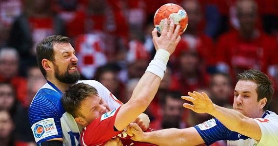 """""""Smutno skończył się dla nas ten turniej. Trzeci mecz przegrany jedną bramką. Mam nadzieję, że to nas czegoś nauczy"""" - powiedział trener reprezentacji Polski w piłce ręcznej Michael Biegler po porażce z Islandią 27:28 w meczu o 5. miejsce mistrzostw Europy w Danii. """"Marnowaliśmy zbyt wiele okazji do zdobycia gola. W każdym meczu to się nam przydarzało"""" - dodał."""