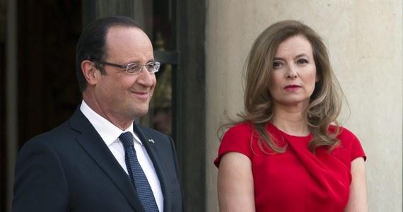 """""""Koniec melodramatu w Pałacu Elizejskim!"""", """"Francja nie ma już Pierwszej Damy!"""" - to tytuły nadsekwańskiej prasy, która komentuje oficjalne rozstanie się prezydenckiej pary w związku z romansem prezydenta Francois Hollande'a z paryską aktorką Julie Gayet."""