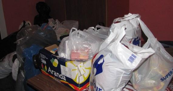 """""""Ci, którzy walczą o naszą wolność, potrzebują pomocy"""" - mówią mieszkańcy Kijowa, którzy w Warszawie zbierają dary dla uczestników protestów na Majdanie. Potrzebne jest dosłownie wszystko. Najbardziej pilne są leki, środki opatrunkowe i ciepła odzież."""