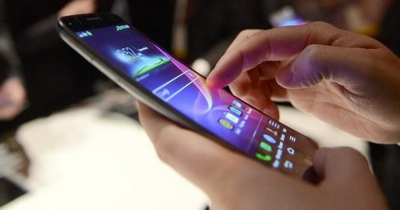 """Traktujmy smartfony jak komputery - te urządzenia też powinny być zabezpieczone - radził ekspert ds. bezpieczeństwa Piotr Konieczny na konferencji """"Prywatność w cyfrowym świecie"""". Dodał, że nasze telefony mają różne wbudowane zabezpieczenia – wystarczy je tylko włączyć."""