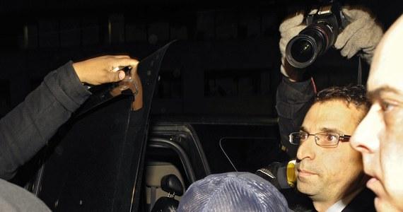 Kolejne kłopoty idola nastolatków. Justin Bieber przybył do Toronto, żeby złożyć zeznania w związku z zarzutami, jakie stawia mu tamtejsza policja. Tym razem został oskarżony o napaść na kierowcę limuzyny. Zdarzenie miało miejsce miesiąc temu, ale dziś w nocy czasu polskiego piosenkarz zjawił się na posterunku na prośbę kanadyjskiej policji.