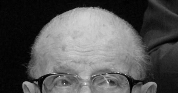 """Zmarł gen. Stefan Bałuk """"Starba"""" - fotoreporter wojenny, cichociemny, uczestnik powstania warszawskiego i honorowy obywatel stolicy. O śmierci generała poinformowała przewodnicząca rady Ewa Malinowska-Grupińska podczas sesji rady Warszawy."""