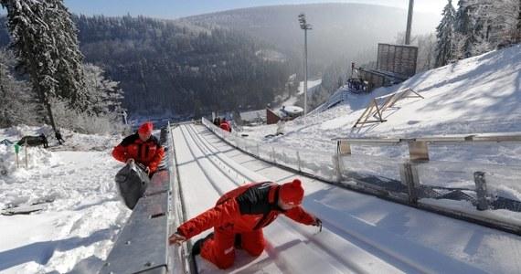 Sześciu Polaków wystąpi w sobotnim konkursie Pucharu Świata w skokach narciarskich w niemieckim Willingen. Kwalifikacje wygrał Niemiec Andreas Wank. Najlepszy z Polaków Piotr Żyła zajął 5. miejsce.