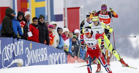 Biegi narciarskie bardzo różnią się od biegów lekkoatletycznych. Tam nie spotyka się sprinterów, którzy startowaliby w maratonie i maratończyków rywalizujących na 100 metrów. W narciarstwie jest inaczej. W drugiej części ABC biegów narciarskich, przygotowywanego wraz z Akademią Wychowania Fizycznego w Krakowie, pytamy o źródła tej wszechstronności i predyspozycje, które umożliwiają narciarzom starty na 1,5 i na 30, czy 50 kilometrów. Tajniki biegów w rozmowie z Edytą Sienkiewicz i Grzegorzem Jasińskim odsłania prof. Szymon Krasicki z AWF, promotor pracy doktorskiej Justyny Kowalczyk.