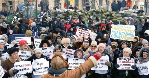 W zajętym przez antyrządowych demonstrantów Domu Ukraińskim w Kijowie przeprowadzono szkolenie z technik samoobrony dla kobiet, które dołączą do ochotniczej służby ochrony. Kobiety będą pełnić wartę na barykadach.