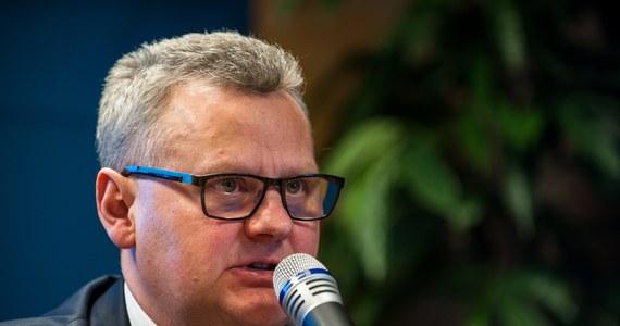 Były minister skarbu Aleksander Grad powoli przejmuje kontrolę w częściowo państwowej spółce Tauron Polska Energia. Na razie jest tam członkiem rady nadzorczej, ale w najbliższy poniedziałek może wejść do zarządu, a jeszcze w pierwszym półroczu zostać prezesem.