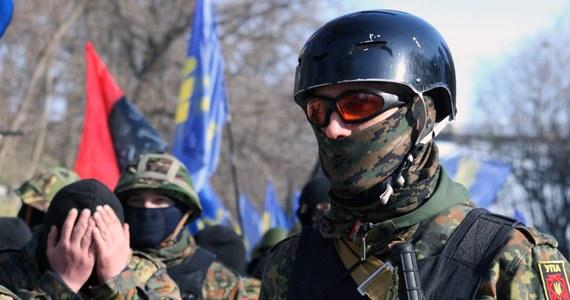 Jedno słowo w tajemniczy sposób usunięte z tekstu rezolucji w sprawie sankcji dla władz Ukrainy, zmienia całkowicie przesłanie unijnego dokumentu. W porę reaguje kilku polskich europosłów i okazuje się, że zawinił… tłumacz.