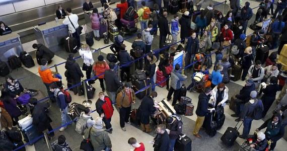 Amerykańska Administracja ds. Bezpieczeństwa Transportu (TSA) wprowadziła czasowy zakaz przewożenia w bagażu podręcznym pasażerów w samolotach kursujących między USA i Rosją płynów, aerozoli, żeli i proszków. Przedmioty te będą mogły być przewożone jedynie w odprawionym bagażu głównym.