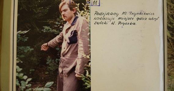 Dyrektor więzienia w Rzeszowie rozważa odwołanie od decyzji sądu w sprawie Mariusza Trynkiewicza. Wczoraj sędziowie zdecydowali, że pedofil-morderca nie będzie izolowany do czasu uprawomocnienia się decyzji o zamknięciu go w ośrodku w Gostyninie. Oznacza to, że Trynkiewicz po wyjściu z więzienia będzie mógł nawet przez kilka tygodni cieszyć się wolnością.