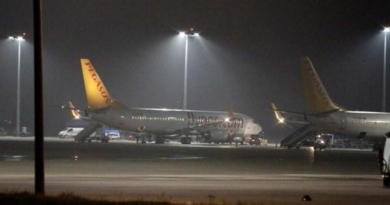 Jeden z pasażerów próbował porwać samolot tureckich linii lotniczych Pegasus lecący z Charkowa do Stambułu. Mężczyzna groził, że zdetonuje na pokładzie bombę, jeśli maszyna nie zawróci do Soczi.