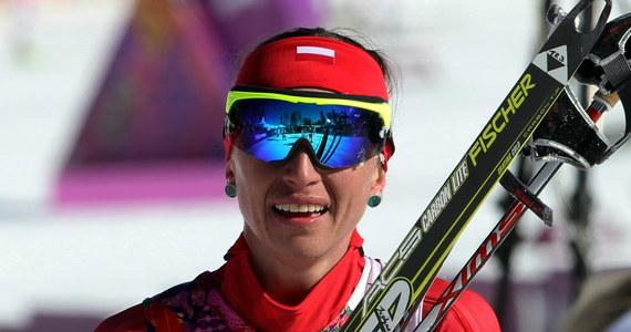 Justyna Kowalczyk rozpoczęła udział w igrzyskach w Soczi od szóstego miejsca w biegu łączonym na 15 km, ale stwierdziła, że znalazła dawkę optymizmu przed kolejnymi występami. W sobotę startowała na mocnych środkach przeciwbólowych. Polka przegrała z koalicją Skandynawek. Po raz czwarty na olimpiadzie zwyciężyła Norweżka Marit Bjoergen, a za nią linię mety minęły Szwedka Charlotte Kalla i kolejna Norweżka Heidi Weng.