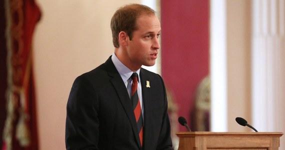 """Książę William, drugi w kolejce do brytyjskiego tronu, znalazł się w ogniu krytyki po tym, jak przed inauguracją organizacji charytatywnej propagującej ochronę słoni i nosorożców wraz z bratem zapolował w Hiszpanii na dzika i jelenia. Sprawę nagłośnił tabloid """"The Sun""""."""