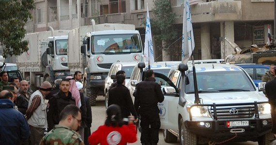 Co najmniej 420 cywilów zostało w niedzielę ewakuowanych z oblężonych dzielnic syryjskiego miasta Hims - powiadomiły lokalne władze. Operacja, odbywająca się zgodnie z porozumieniem zawartym między ONZ a władzami syryjskimi, trwa nadal.