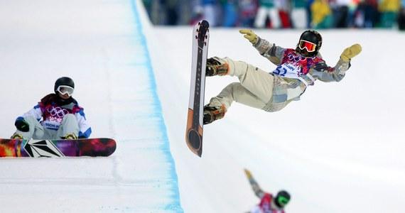 Treningi snowboardzistów na igrzyskach w Soczi zostały przesunięte na wieczór. Gospodarze zmagają się z przygotowaniem śnieżnej rynny do walki zawodników o medale olimpijskie w konkurencji halfpipe. Jak ocenił Michał Ligocki, w tym stanie obiekt się do tego nie nadaje.