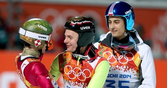 """""""Kamil jest liderem, na nim się wzorujemy"""" - takimi słowami Jan Ziobro opisał Stocha, który zdobył wczoraj złoty medal olimpijski w skokach narciarskich w Soczi. Rok wcześniej Kamil Stoch wywalczył w Predazzo mistrzostwo świata. """"Bardzo się cieszę, że mój kolega z pokoju... rozwalił imprezę. Przed drugim skokiem, siedząc w szatni, staraliśmy się żartować, każdy coś tam powiedział, nie było napiętej atmosfery. Kamil wykazywał spokój"""" - powiedział Ziobro, który w olimpijskim debiucie zajął 13. miejsce."""