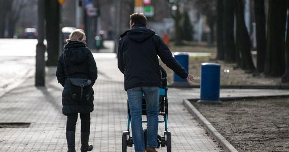 """Tylko co piąty Polak jest gotowy do poświęcenia życia lub zdrowia dla dobra kraju - informuje """"Rzeczpospolita""""."""