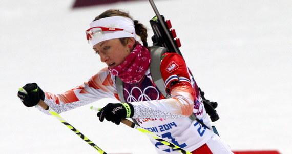 Białorusinka Daria Domraczewa zdobyła złoty medal igrzysk w Soczi w biathlonowym biegu na dochodzenie na 10 km. Kolejne miejsca na podium zajęły Norweżka Tora Berger oraz Słowenka Teja Gregorin. Najlepsza z Polek Monika Hojnisz była 19.