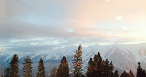 15 stopni na plusie w nadmorskim olimpijskim parku, nawet 10 w rejonie górskiej Krasnej Polany. Będąc w Soczi ciężko zapomnieć, że to pierwsze zimowe igrzyska zorganizowane w subtropikalnym klimacie. Dziennikarze i kibice nie narzekają - zawodnicy niestety mają swoje powody.