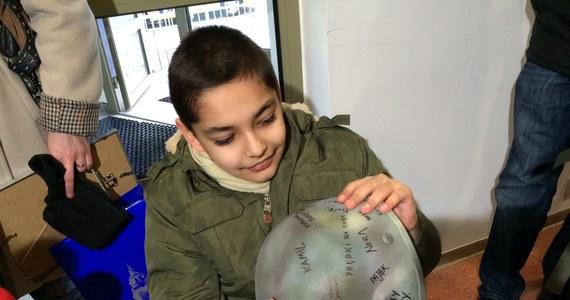 10-letni Kuba z Lublina cierpi na porażenie mózgowe rąk i nóg. Dzięki operacji i rehabilitacji robi postępy i marzy, żeby zostać antyterrorystą. Dziś miał okazję towarzyszyć im podczas codziennych ćwiczeń.