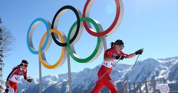 Justyna Kowalczyk została w Soczi mistrzynią olimpijską w biegu narciarskim na 10 km techniką klasyczną. To jej drugi złoty medal w karierze, a czwarty wywalczony przez polskich sportowców w historii zimowych igrzysk. Już w Soczi konkurs skoków na średnim obiekcie wygrał Kamil Stoch.
