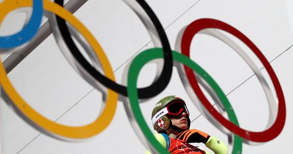 Bieg indywidualny na 15 km to ulubiony dystans biathlonistki Krystyny Pałki. Wicemistrzyni świata i trzy inne Polki staną o godz. 15.00 przed trzecią szansą wywalczenia olimpijskiego medalu w Soczi. Kwalifikacje czekają skoczków narciarskich.