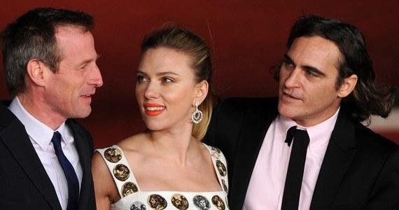 """Nominowany do pięciu Oscarów komediodramat """"Ona"""", historię o naturze miłości i ludzkich relacjach w dobie nowych technologii, od piątku można oglądać w kinach. Reżyserem jest Amerykanin Spike Jonze, a w obsadzie znaleźli się m.in. Joaquin Phoenix i Scarlett Johansson."""