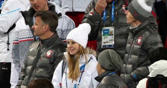 """Żona Kamila Stocha sprawiła mu niespodziankę i przyjechała na sobotni konkurs olimpijski do Soczi. Mąż nie zawiódł i zdobył drugi złoty medal w skokach narciarskich. """"Większy stres był w domu"""" - stwierdziła Ewa Bilan-Stoch."""