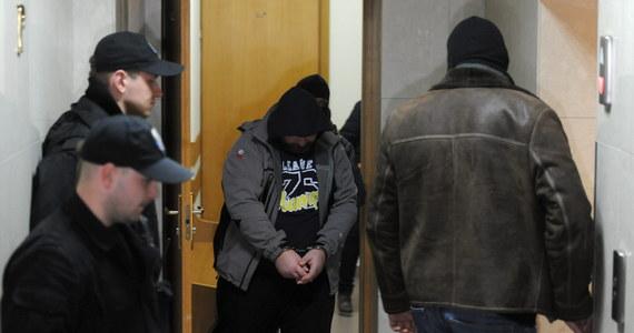 Warszawski sąd zdecydował o trzymiesięcznym areszcie dla Wojciecha G. Duchowny jest podejrzany o obcowanie płciowe z małoletnim oraz molestowanie. Posiedzenie sądu było niejawne. Ksiądz został do budynku doprowadzony przez policję.