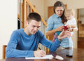 Pieniądze odbierają radość rodzicielstwa