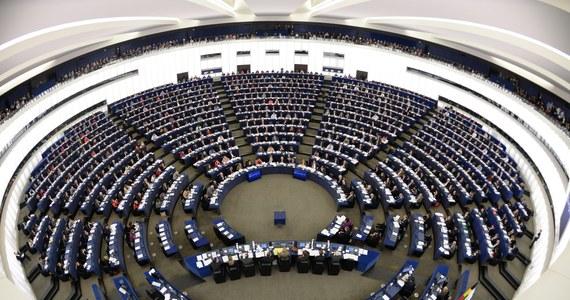 Bronisław Komorowski zarządził wybory do Parlamentu Europejskiego na 25 maja - poinformowała Kancelaria Prezydenta. Polacy będą wybierać 51 europosłów w 13 okręgach wyborczych.