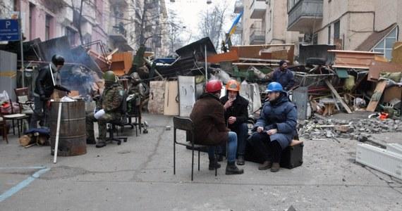 """W porannych Faktach RMF FM tematem numer jeden oczywiście Ukraina. Nie wiemy, co przyniesie kijowska noc. Komunikat ukraińskiego resortu obrony, że w """"operacji antyterrorystycznej"""" może zostać użyte, wojsko budzi niepokój. W stolicy Ukrainy i we Lwowie są wysłannicy RMF FM ich relacje na bieżąco w Faktach i na RMF 24.pl."""
