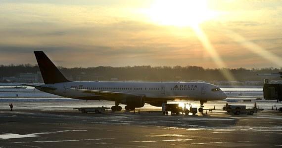 Amerykańskie ministerstwo bezpieczeństwa narodowego ostrzegło linie lotnicze przed terrorystami, mogącymi próbować wniesienia na pokład samolotów materiałów wybuchowych ukrytych w obuwiu.