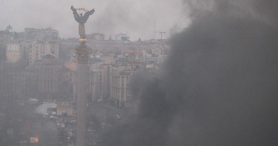 W nocy nie było oczekiwanego szturmu sił bezpieczeństwa na Majdan Niepodległości w Kijowie. Wieczorem władze i opozycja zawarły rozejm. Według najnowszych informacji opozycji, bilans ofiar trwających od wtorku starć wzrósł do 28 osób.