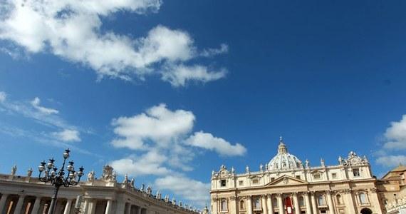 Po pięciu latach zakończyła się renowacja kolumnady Berniniego na Placu świętego Piotra. Zgodnie z planem udało się ukończyć prace przed wielką uroczystością kanonizacji Jana Pawła II i Jana XXIII 27 kwietnia.
