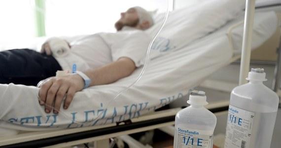 Kolejnych dziewięć osób rannych w Kijowie trafiło w nocy z piątku na sobotę na leczenie do szpitala MSW w Krakowie - poinformowało MON, które wysłało po nich na Ukrainę wojskowy samolot CASA. Obecnie w Polsce hospitalizowanych jest 34 obywateli Ukrainy.