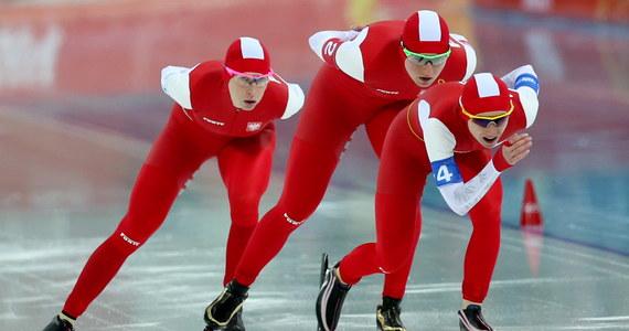 Polsce panczenistki Katarzyna Bachleda-Curuś, Luiza Złotkowska i Natalia Czerwonka pokonały Rosjanki. Tym samym awansowały do finału biegu drużynowego. To oznacza, że medal w Soczi mają zapewniony. Co najmniej srebrny, ale o złoto powalczyć będzie trudno. Rywalkami Polek będą Holenderki.