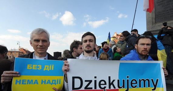 Ponad 500 osób uczestniczyło w Warszawie w manifestacji poparcia integracji Ukrainy z Unią Europejską oraz protestów na Majdanie Niepodległości w Kijowie. Z Placu Zamkowego demonstranci ruszyli w kierunku ambasady Ukrainy.