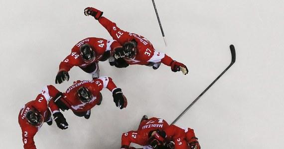 Hokeiści z Kanady, najlepsi przed czterema laty w Vancouver, zdobyli złoty medal igrzysk olimpijskich w Soczi. W niedzielnym finale pokonali Szwedów 3:0 (1:0, 1:0, 1:0). Brązowy medal już w sobotę wywalczyli Finowie, który wygrali z USA 5:0 (0:0, 2:0, 3:0).