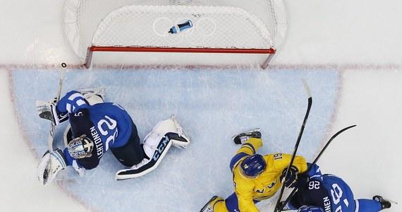 Szósty przypadek dopingu na igrzyskach w Soczi. Przyłapany został szwedzki hokeista Nicklas Backstroem, członek drużyny srebrnych medalistów. Informację przekazał jego narodowy komitet olimpijski.