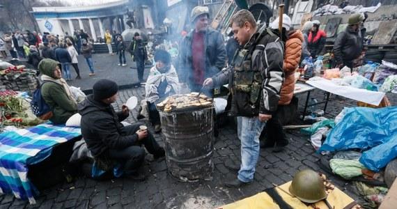 """Ponad 20 mld euro od Unii Europejskiej może otrzymać Ukraina w ciągu 7 lat po podpisaniu umowy stowarzyszeniowej – dowiedziała się brukselska korespondentka RMF FM. """"Podpisanie umowy będzie jednak możliwe dopiero po majowych wyborach, z nowym rządem"""" – zaznacza rzecznik Komisji Europejskiej Olivier Bailly."""