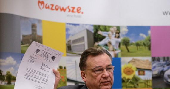 Jeżeli fiskus zajmie konta Mazowsza, może nie być pieniędzy na pensje dla kilkudziesięciu tysięcy osób zatrudnionych przez administrację wojewódzką. Tak twierdzi marszałek województwa mazowieckiego Adam Struzik.