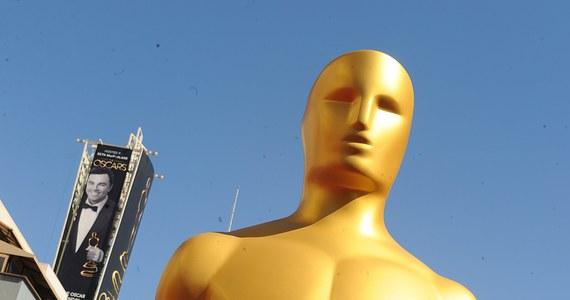Organizatorzy gali rozdania Oscarów ujawnili pełną listę gwiazd, które będę wręczać te najcenniejsze w świecie filmu statuetki. Są na niej gwiazdy wszystkich pokoleń, zdobywcy Oscarów i ci, którzy wciąż czekają na to wyróżnienie. Na scenie Dolby Theatre staną m.in. Angelina Jolie, Robert De Niro, ale też idol nastolatek Zac Efron czy Jessica Biel.