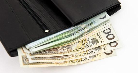 """Osiemset tysięcy Polaków zarabia maksymalnie 1600 złotych - wynika z najnowszego badania struktury wynagrodzeń w Polsce przeprowadzonego przez GUS. W tym kontekście zarobki niektórych urzędników mogą szokować - donosi """"Super Express""""."""