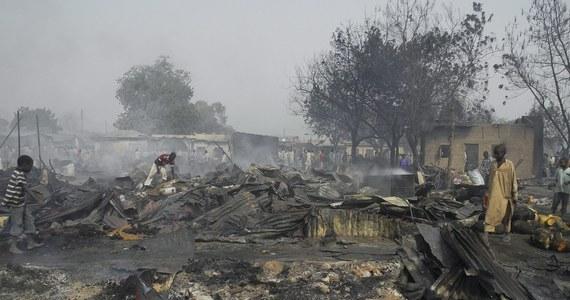 29 uczniów zginęło w ataku na szkołę w północno-wschodniej Nigerii. Za zamach odpowiedzialna jest islamistyczna organizacja Boko Haram. Wiele ofiar zginęło w płomieniach, kiedy rebelianci podpalili budynek szkoły.