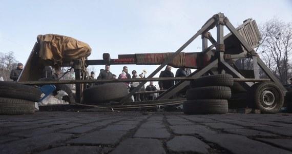 Członkowie lwowskiego batalionu do zadań specjalnych ukraińskiej milicji Berkut na kolanach prosili mieszkańców Lwowa, by wybaczyli im udział w operacjach przeciwko aktywistom Majdanu - pisze agencja Interfax-Ukraina.