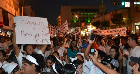"""Kilkuset mieszkańców miasta Culiacan na zachodzie Meksyku protestowało przeciw ujęciu słynnego króla narkotykowego Joaquina """"Chapo"""" Guzmana. Domagali się jego uwolnienia, wskazując, że jego kartel wspomaga gospodarkę regionu."""