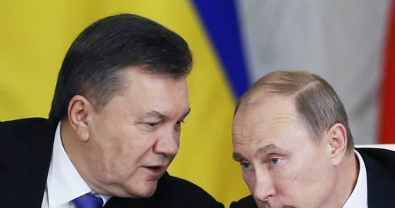 Obalony prezydent Ukrainy udzielił wywiadu rosyjskiej agencji informacyjnej. Oświadczył w nim, że nadal uważa się za prezydenta tego kraju. Agencja nie ujawnia, w jaki sposób udało jej się skontaktować z Janukowyczem, czy wywiad został udzielony telefonicznie, czy podczas spotkania twarzą w twarz. Janukowycz uciekł z Kijowa 21 lutego. Od tamtej pory nikt nie wie, gdzie przebywa.
