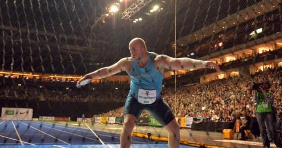 Piotr Małachowski zajął drugie miejsce (63,73), a Robert Urbanek trzecie (62,27) w konkursie rzutu dyskiem podczas halowego mityngu lekkoatletycznego w Berlinie. Zwyciężył Niemiec Martin Wierig (64,82). Dopiero czwarty był jego słynny rodak Robert Harting. Z kolei Marcin Lewandowski na mityngu w Metz poprawił własny halowy rekord Polski w biegu na 1000 metrów; uzyskał wynik 2.17,67. Drugi na mecie był Marokańczyk Nader Belhanbel - 2.19,24.