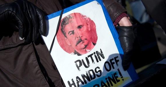 """""""Jeżeli Zachód nie powstrzyma Putina na Ukrainie, na celowniku Rosji znajdą się Litwa, Łotwa i Estonia, a następnie Polska"""" - ostrzega w rozmowie z korespondentem RMF FM Markiem Gładyszem znany francuski politolog Raphael Glucksmann. """"Na miejscu krajów bałtyckich i Polski zacząłbym się obawiać, czy zachodni sojusznicy będą w stanie zagwarantować bezpieczeństwo tych krajów"""" - dodaje doradca byłego prezydenta Gruzji Michaiła Saakaszwilego."""