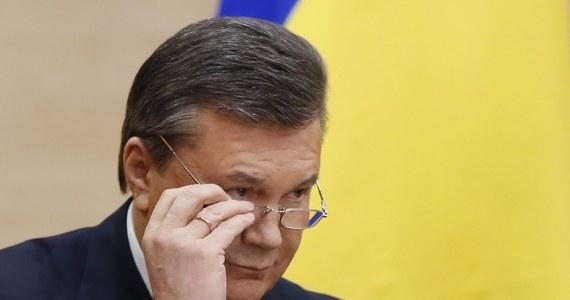 Wiktor Janukowicz i jego dwóch synów otwierają czarną listę obywateli Ukrainy objętych unijnymi sankcjami - dowiedziała się nieoficjalnie brukselska korespondentka RMF FM Katarzyna Szymańska-Borginon. Pojutrze listę tę mają oficjalnie ogłosić szefowie państw i rządów na szczycie Unii Europejskiej w Brukseli.
